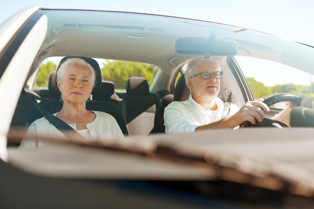 Couple âgé en voiture ne reçoit pas de contravention - Mon Amende