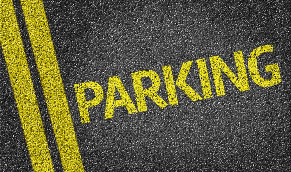 Gele letters duiden aan dat er een parkeerplaats is. - Boetecalculator