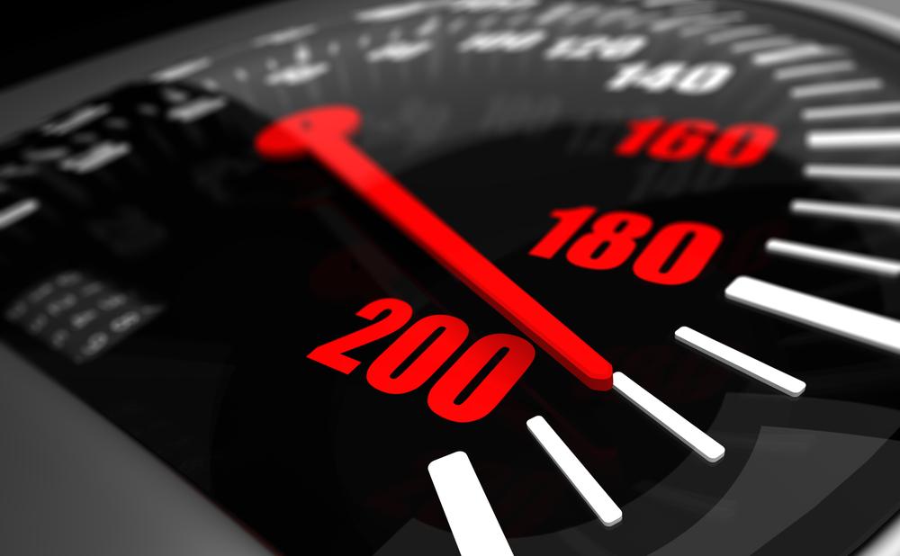 Snelheidsmeter staat op 190 km/h maar ook te traag rijden leidt tot verkeersboete. – Boetecalculator
