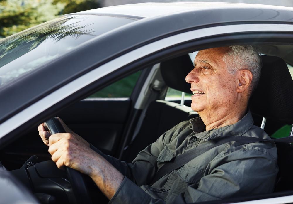 Een oudere man liet zijn auto aanpassen volgens het verkeersrecht - Boetecalculator